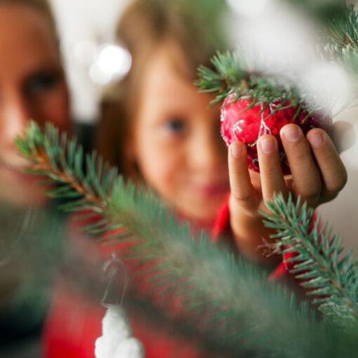 corso creativo bambini addobbare l'albero di Natale