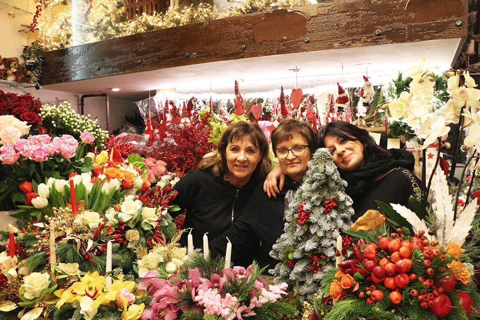Eccoci qui tutti insieme: tutto il gruppo Ciavattini è presente all'appello. Il Garden, il neonato Store e la storica Floreale del Passetto. Tutti insieme per augurarvi un Sereno Natale e uno scintillante 2020.